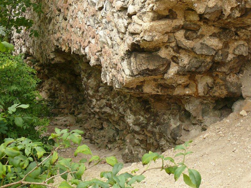 Falazathiány a belső várfal külső részén az udvarnál (részlet)